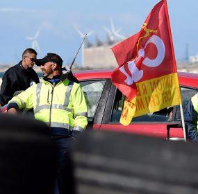 Loi-Travail-le-plus-gros-depot-petrolier-d-Ile-de-France-reconduit-la-greve-pour-une-semaine