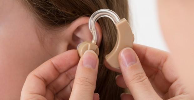 Le son de l'argent : la demande de prothèses auditives crée des milliardaires
