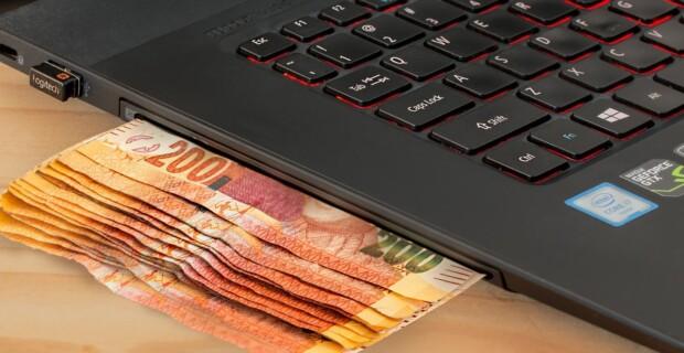 Quelle plateforme propose un comparateur de frais de banques en ligne ?